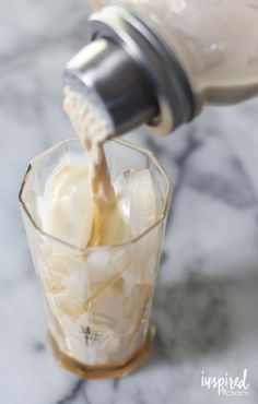 Salted Caramel White Russians : Classic White Russian Cocktails get a delicious upgrade with one of the most popular flavors of the season: salted caramel. Fruity Cocktails, Vodka Drinks, Frozen Drinks, Classic Cocktails, Cocktail Drinks, Fun Drinks, Yummy Drinks, Cocktail Recipes, Alcoholic Drinks