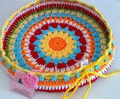 Weaving Crochet Arts: Cover w / Round stool! Crochet Mandala Pattern, Crochet Flower Patterns, Crochet Art, Crochet Home, Cute Crochet, Crochet Doilies, Crochet Flowers, Crochet Round, Cotton Cord