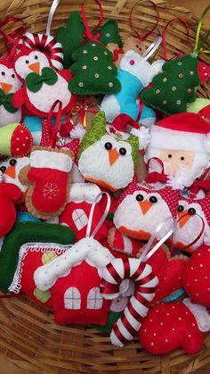 Enfeites confeccionados em feltro para árvore de Natal.                                                                                                                                                                                 Mais