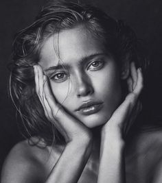 Studio Portrait Photography, Fashion Photography Poses, Girl Photography Poses, Black And White Drawing, Black And White Portraits, Black And White Pictures, White Aesthetic Photography, White Photography, Black And White Aesthetic