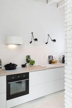 foorni.pl | Nowoczesna stodoła w czerni i bieli - skandynawska kuchnia