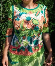 "Bluza ,,Fata verde cu parul padure"" Concurs Vara-Moda (600 LEI la carmenn.breslo.ro)"