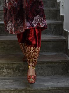 Embroidery Suits Punjabi, Hand Embroidery Dress, Embroidery Suits Design, Embroidery Fashion, Pakistani Fashion Casual, Pakistani Dress Design, Velvet Dress Designs, Stylish Dresses For Girls, Indian Bridal Wear