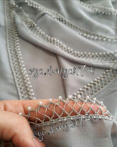 Bu renkte de bir başka güzel durdu hanımlar 😍🤗 #yazmaoyaları #tığişleme #boncuk #serumm #tülbent #hediyelik #çeyiz #tığişleme #tren386 Filet Crochet, Crochet Borders, Thread Crochet, Crochet Trim, Crochet Shawl, Crochet Lace, Crochet Stitches, Bead Embroidery Patterns, Beaded Embroidery