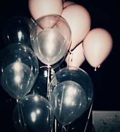 balloons, grunge, and party afbeelding Aesthetic Grunge, Pink Aesthetic, Aesthetic Drawing, Birthday Presents, Birthday Parties, 17th Birthday, Free Birthday, Babyshower Party, Deco Ballon