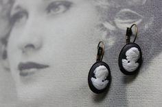 Boucles d'oreilles de la Collection Camélia Creations, Etsy, Personalized Items, Black And White, Collection, Sling Bags, Ears, Boucle D'oreille, Locs