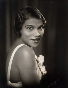 """Marian Anderson was an African-American contralto and one of the most celebrated singers of the twentieth century. Music critic Alan Blyth said """"Her voice was a rich, vibrant contralto of intrinsic beauty. Marian Anderson, Old Hollywood Style, Alpha Kappa Alpha Sorority, New York Photographers, Classical Music, Classical Opera, Opera Singers, Equal Rights, African American History"""