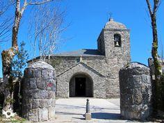 El Santuario de Santa María la Real Do Cebreiro, está situado en lo alto del puerto de O Cebreiro, en la aldea homónima.