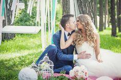 Весенняя свадьба. Нежная пара.