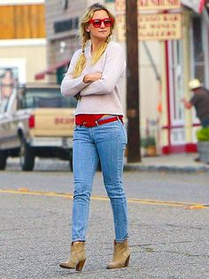 Lovin' how Kate Hudson added a pop of color to her otherwise neutral look with bright RED sunnies! Way to go lady!