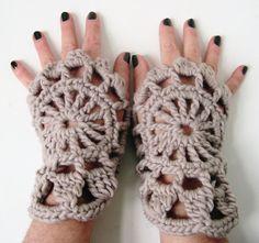 Gehaakte polswarmers ANOUSCHKA  beige van stitchingsbym op Etsy, $28,00
