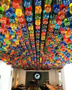 Buen fin de semana. #restaurante #restaurantecosme #botellas #reciclaje #colores Lima-Perú by jamesberckemeyer