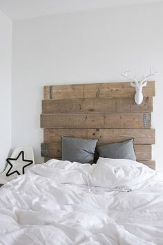 ♂ Eco friendly home deco Reclaimed Wood Headboard, Pallet Headboards, Headboard Ideas, Boy Headboard, Diy Bett, Home And Deco, My New Room, Home Fashion, Diy Fashion