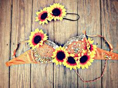 Sunflower Dreams Rave Bra by TheLoveShackk on Etsy. I wouldn't wear this but it looks so cool! Rave Festival, Festival Wear, Festival Outfits, Festival Fashion, Edm Outfits, Pin Up Outfits, Spring Break Party, Rave Gear, Rave Costumes