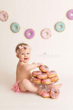 Cake smash or donut smash? First birthday photos are all about sweetness! Cake smash or donut smash? First birthday photos are all about sweetness! Donut Party, Donut Birthday Parties, One Year Birthday, First Birthday Cakes, Girl First Birthday, Baby Birthday, Birthday Ideas, Birthday Gifts, Birthday Quotes