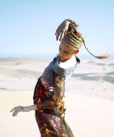 Grimes' latest music video is freaky and fantastic Pretty People, Beautiful People, Claire Boucher, Gold Beach, Latest Music Videos, Singer, Thoughts, Artist, Fashion