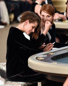 Kristen Stewart joins Julianne Moore and Lara Stone at Chanel's Paris show Kristen Stewart Chanel, Kristen Stewart Hair, Kirsten Stewart, Dark Bob, Sils Maria, Metallic Jacket, Beautiful Person, Celebrity Hairstyles, Hollywood Actresses