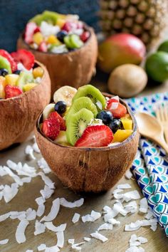 Tropical Fruit Salad with Agave Lime Dressing Tropischer Fruchtsalat serviert in Kokosnussschalen. Tropical Fruit Salad, Best Fruit Salad, Dressing For Fruit Salad, Lime Dressing, Fresh Fruit, Fruit Food, Fruit Snacks, Best Fruits, Healthy Fruits