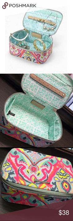 Stella & dot ikat travel box Gorgeous Stella & dot ikat travel jewelry box! In excellent condition, no flaws at all! Stella & Dot Other