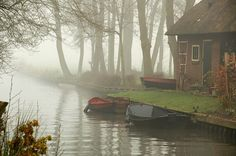 Giethoorn Holland - Town Made of Canals. I would love to visit Holland. I'm not Dutch but my husband is. Oh The Places You'll Go, Places To Travel, Places To Visit, Beautiful World, Beautiful Places, Landscape, Calm Waters, Semester, Visit Holland