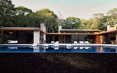 The Ranch House, Reinvented Hamptons House, The Hamptons, Ranch House Additions, Modern Ranch, Space Architecture, Modern Exterior, Mid Century House, Pool Houses, The Ranch