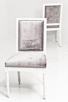 Influenced by French furniture, the Bordeaux Dining Chair in Brussels Charcoal Velvet presents an elegant modernism that allows it to be the perfect complementary piece for your dining table. The vers