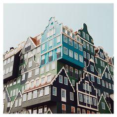 Le photographe allemand Matthias Heiderich a fait plusieurs séries intitulées « Reflexiones », « Reflexionen Eins » et « Reflexionen Zwei » qui contiennent des motifs architecturaux très graphiques : des tours, des immeubles, des escaliers, des bâtiments très design.