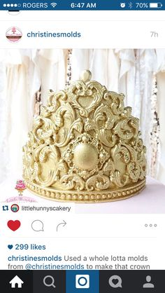 Fondant crown … Cake Topper Tutorial, Fondant Tutorial, Cake Toppers, Fondant Crown, Jasmine Cake, Tiara Cake, Prince Cake, Decorator Frosting, Cakes Plus