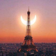 Foto: Eclipse Solar en #París #Francia  Por favor Sígueme en +Augusto J Martinez