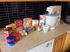 Sjokoladeskuffkake med karamellsjokoladefrosting – Easy breezy glutenfri Frosting, Baking, Easy, Nice, Baking Soda, Caramel, Cake Glaze, Bakken, Frostings