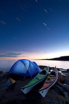 Camping Under Startrails Kayak Camping under startrails / near Grand Marais, Minnesota.Kayak Camping under startrails / near Grand Marais, Minnesota. Camping En Kayak, Canoe And Kayak, Kayak Fishing, Camping Gear, Camping Hacks, Camping Nice, Lake Kayak, Camping Photo, Lake Camping