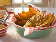 Get alternative baked fries recipes and ideas on Cooking Channel, including zucchini fries, sweet potato tots, baked potato wedges and more.