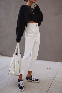 minimalist outfits for spring black and white minimalist outfit , Minimalistic Outfits For Spring , Street Style Source by emkafile. Source by and white outfit Fashion Mode, Look Fashion, Fashion Trends, Fashion Ideas, Paris Fashion, Fashion 2017, Beach Style Fashion, Spring Fashion, Sporty Fashion