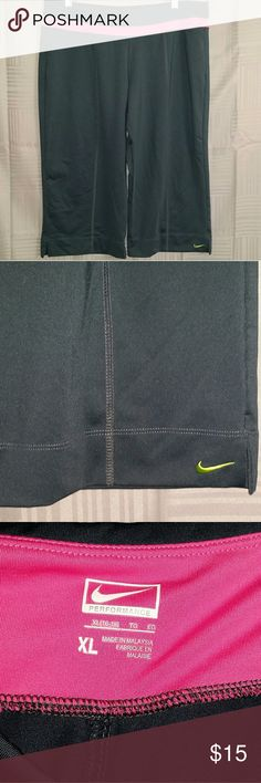 Nike Performance XL 16-18 Crop Pants Pink Run Jog Nike Performance XL 16-18 Crop Pants Pink Run Jog These crop pants are deep gray with pink accents and a green embroidered swoosh. Great stretch with a comfy waistband. Excellent condition with no tears, stains, or holes.  Size XL 16-18  Smoke  free. Pet friendly. Nike Pants Track Pants & Joggers