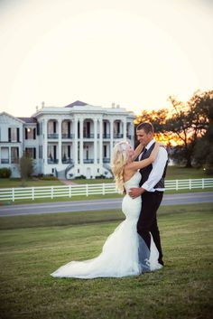Mansion photography wedding photo ideas bride groom dress southern country wedding photos