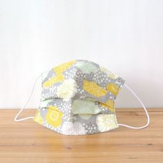 Raining hail in the flower garden, it's a mask of elegant pattern.  TEMARIYA masks are all hand made with soft, skin-friendly double cotton gauze....