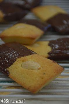 Recette de financier, facile et tellement bon. http://www.sugarnsale.com/2015/11/mes-petits-financiers-aux-amandes-et.html #recette #recipe #amande #amond #cake