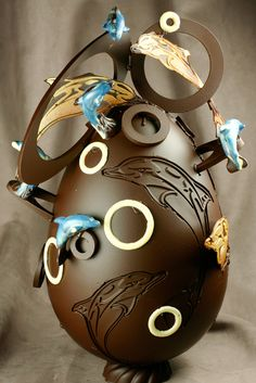 now THAT is an amazing chocolate easter egg!