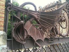 The gate at Finca Guell in Barcelona, designed by Gaudi. It just looks steampunkish. Art Nouveau, Iron Gates, Metal Gates, Iron Work, Gate Design, Garden Gates, Dragons, Yard Art, Metal Working
