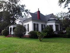 The Weil-Blunt-McMurry-Cobbs House, circa 1875 in Greensboro, Alabama