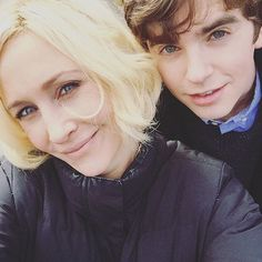 Sprucing up the place before check in. #BatesMotel #VeraFarmiga #FreddieHighmore