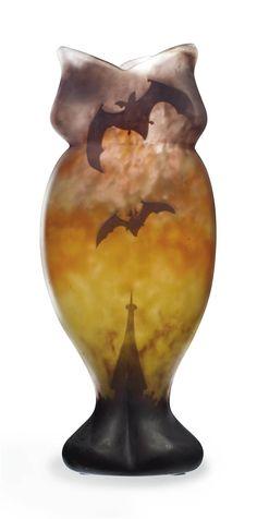 A DAUM 'VOL DE CHAUVE-SOURIS' CASED AND CAMEO GLASS VASE -  CIRCA 1900