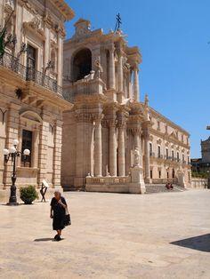 Syracuse Sicily, at Midday piazza duomo