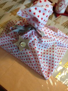 Gift Gift Wrapping, Gifts, Gift Wrapping Paper, Presents, Gifs, Gift Packaging, Present Wrapping, Wrapping Gifts, Gift