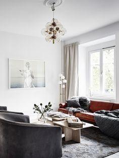 Home with classy interior details - via Coco Lapine Design blog