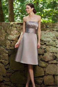 A-Linie trägerloses gefaltetes knielanges Satin Brautjungfernkleid