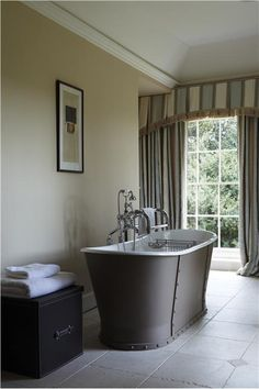 An inspirational image from Farrow and Ball - A bathroom with bath in London Clay Estate Eggshell, walls in String Modern Emulsion and trim/ceiling in Pointing Estate Eggshell / Estate Emulsion. Stylish Bathroom, Farrow And Ball Living Room, Bathroom, House Interior, Farrow Ball, House, Bedroom Colors, Classic Bathroom, Hallway Decorating