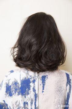 伸ばしかけでも大人かわいいを実現!! 無造作ゆるふわミディパーマスタイル | GARDEN HAIR CATALOG | 原宿 表参道 銀座 美容室 ヘアサロン ガーデン Medium Long Hair, Medium Hair Cuts, Medium Hair Styles, Curly Hair Styles, Mid Length Hair, Shoulder Length Hair, Hair Inspo, Hair Inspiration, Rachel Haircut