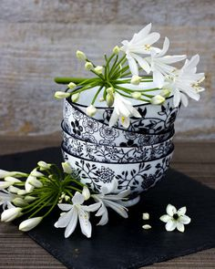 These black and white bowls look great with colorful flowers and table linens #SilkDegreesHOME
