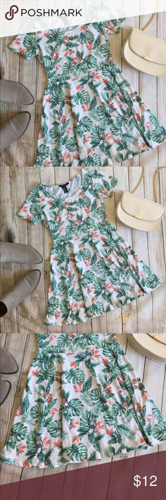 Forever 21 | Tropical Patterned Dress Forever 21 tropical patterned dress! Super cute! Great used condition! Stretchy! Size M, runs small (like all F21). Bust: 14in Waist: 12in Length: 29in. ⭐️offers welcome⭐️ Forever 21 Dresses Mini